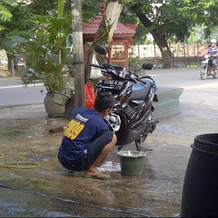 Photo taken at CM 99 Carwash by Dimar R. on 3/24/2013