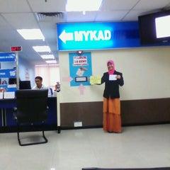 Photo taken at Jabatan Pendaftaran Negara Selangor by Azam K. on 5/21/2013