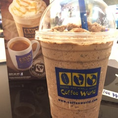 Photo taken at Coffee World (คอฟฟี่ เวิลด์) by YokoYokko R. on 1/17/2015