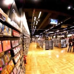 Photo taken at hmv by stepano on 10/4/2012