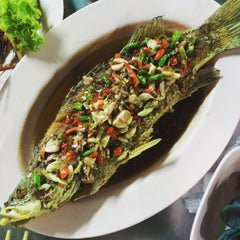 Photo taken at ร้านชัยโภชนา by Jer K. on 9/27/2015