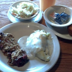 Photo taken at Cracker Barrel Old Country Store by Joon M. on 6/18/2013