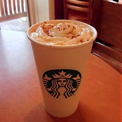 Photo taken at Starbucks by Ming Hwa L. on 10/27/2012
