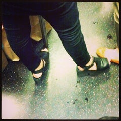 Photo taken at MTA Subway - L Train by Vic C. on 5/29/2013