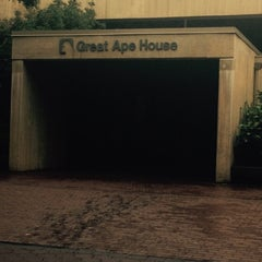 Photo taken at Great Ape House at the National Zoo by Kevin S. on 10/11/2014