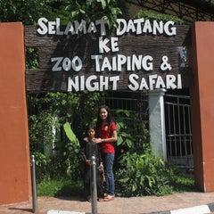 Photo taken at Zoo Taiping & Night Safari by Pian Photographer on 10/30/2012
