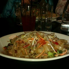 Photo taken at Thai Me Up Restaurant and Brewery by Elena A. on 11/3/2012