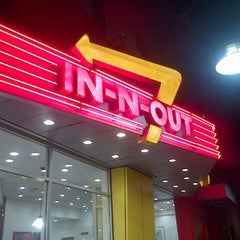 Photo taken at In-N-Out Burger by Jazel A. on 11/13/2012