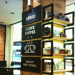 Photo taken at de`EXCELSO by Sally W. on 6/22/2015