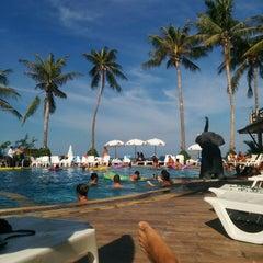 Photo taken at Phangan Bayshore Resort by Trevor H. on 8/11/2014