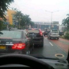 Photo taken at Jalan Sultan Iskandar Muda (Arteri Pondok Indah) by Ari W. on 3/11/2014