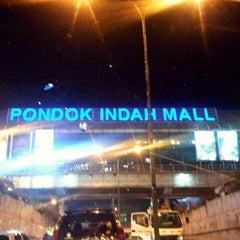 Photo taken at Jalan Sultan Iskandar Muda (Arteri Pondok Indah) by Ari W. on 11/18/2015