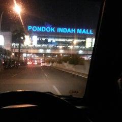Photo taken at Jalan Sultan Iskandar Muda (Arteri Pondok Indah) by Ari W. on 10/12/2014