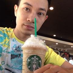 Photo taken at Starbucks by Ree T. on 9/15/2014
