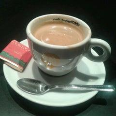 Photo taken at Café do Mercado by Luiza M. on 9/18/2012