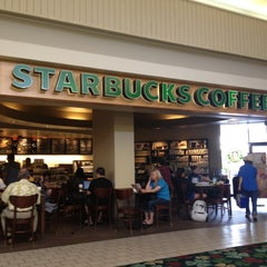 Photo taken at Starbucks by Edward L. on 10/26/2012