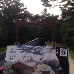 Photo taken at 동구릉 by 오 블. on 7/20/2014