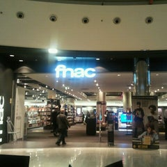 Photo taken at Fnac by José M. on 11/20/2012