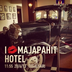 Photo taken at Hotel Majapahit by Rakhma F. on 6/20/2013