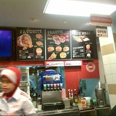 Photo taken at KFC by Dewi z. on 5/16/2014
