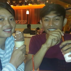 Photo taken at A&W by Hendra A. on 12/7/2013