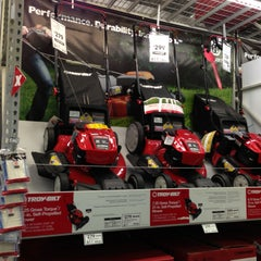 Photo taken at Lowe's Home Improvement by Kimberly T. on 4/13/2013