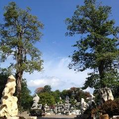 Photo taken at The Million Years Stone Park & Pattaya Crocodile Farm (อุทยานหินล้านปีและฟาร์มจระเข้พัทยา) by LoKeNam🎀 on 4/14/2013