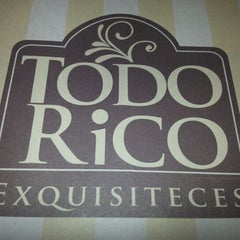 Photo taken at Todo Rico  Exquisiteces by Pati A. on 12/12/2012