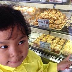 Photo taken at SASAKI Bakery | ซาซากิ เบเกอรี่ by Sofia🍒 on 11/18/2013