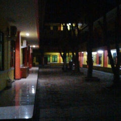 Photo taken at Sekolah Tinggi Farmasi Bandung (STFB) by Adhitia D. on 8/22/2014