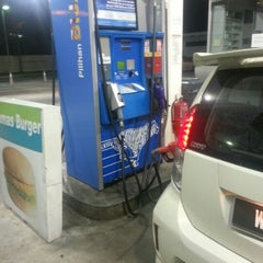 Photo taken at Petron Seri Kembangan by Rizuwan A. on 9/30/2012