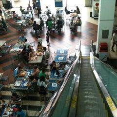 Photo taken at Shopping Avenida Center by Thiago S. on 10/6/2012