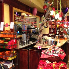 Photo taken at Jacques Torres Chocolate by Hide in D. on 2/14/2013