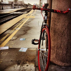 Photo taken at Metrolink Glendale Station by Diah on 12/26/2012
