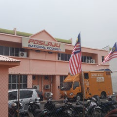 Photo taken at POSLAJU National Courier, Taman Perindustrian Selaman, Bangi by Jaws I. on 8/28/2014