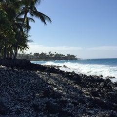 Photo taken at La'Aloa Bay Beach (White Sands Beach Park) by Janet S. on 2/7/2015
