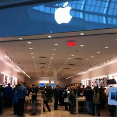 Photo taken at Apple Store, Carrefour Laval by Martin K. on 11/3/2012