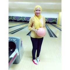 Photo taken at 88 Hokki Bowling Center by Sabrina Rahmi F. on 7/9/2013