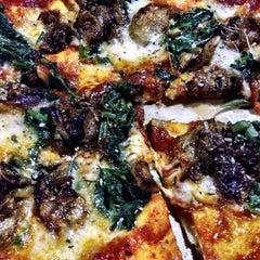 Photo taken at Pizzeria Vaatika Café by Andoni on 7/4/2014