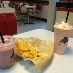 Photo taken at Burgerville, USA by Oscar P. on 2/8/2015