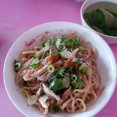 Photo taken at Bakmi karet planet by Inne S. on 9/21/2012