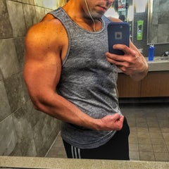 Photo taken at 24 Hour Fitness by Roberto B. on 11/19/2015
