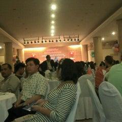 Photo taken at Hatyai Paradise & Resort Hotel (โรงแรมหาดใหญ่พาราไดร์แอนรีสอร์ท) by obbobb on 12/25/2012