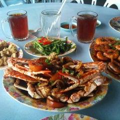 Photo taken at Restoran Masakan Thailand Alahai by Ryzal R. on 12/21/2012