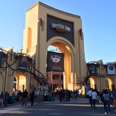 Photo taken at Universal's Halloween Horror Nights 23 by Pricilla W. on 10/26/2013