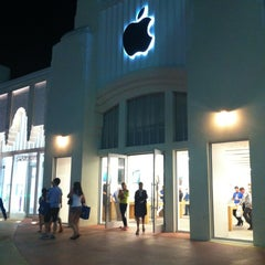 Photo taken at Apple Store, Lincoln Road by ValeriYA on 3/6/2013