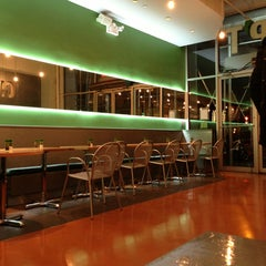 Photo taken at Chop't Creative Salad Company by Julio B. on 3/16/2013