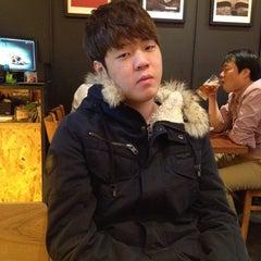 Photo taken at 깐부치킨 kkanbu chicken by Alex S. on 11/11/2013