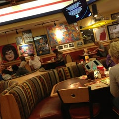 Photo taken at Red Robin Gourmet Burgers by Rachel O. on 3/6/2013