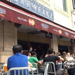 Photo taken at Brewerkz Restaurant & Microbrewery by cozzanova on 10/13/2012